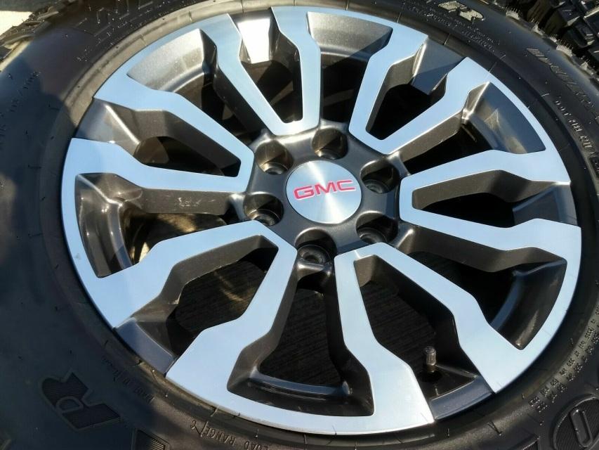 "18"" GMC Sierra AT4 2019 OEM Charcoal and Machined wheels"