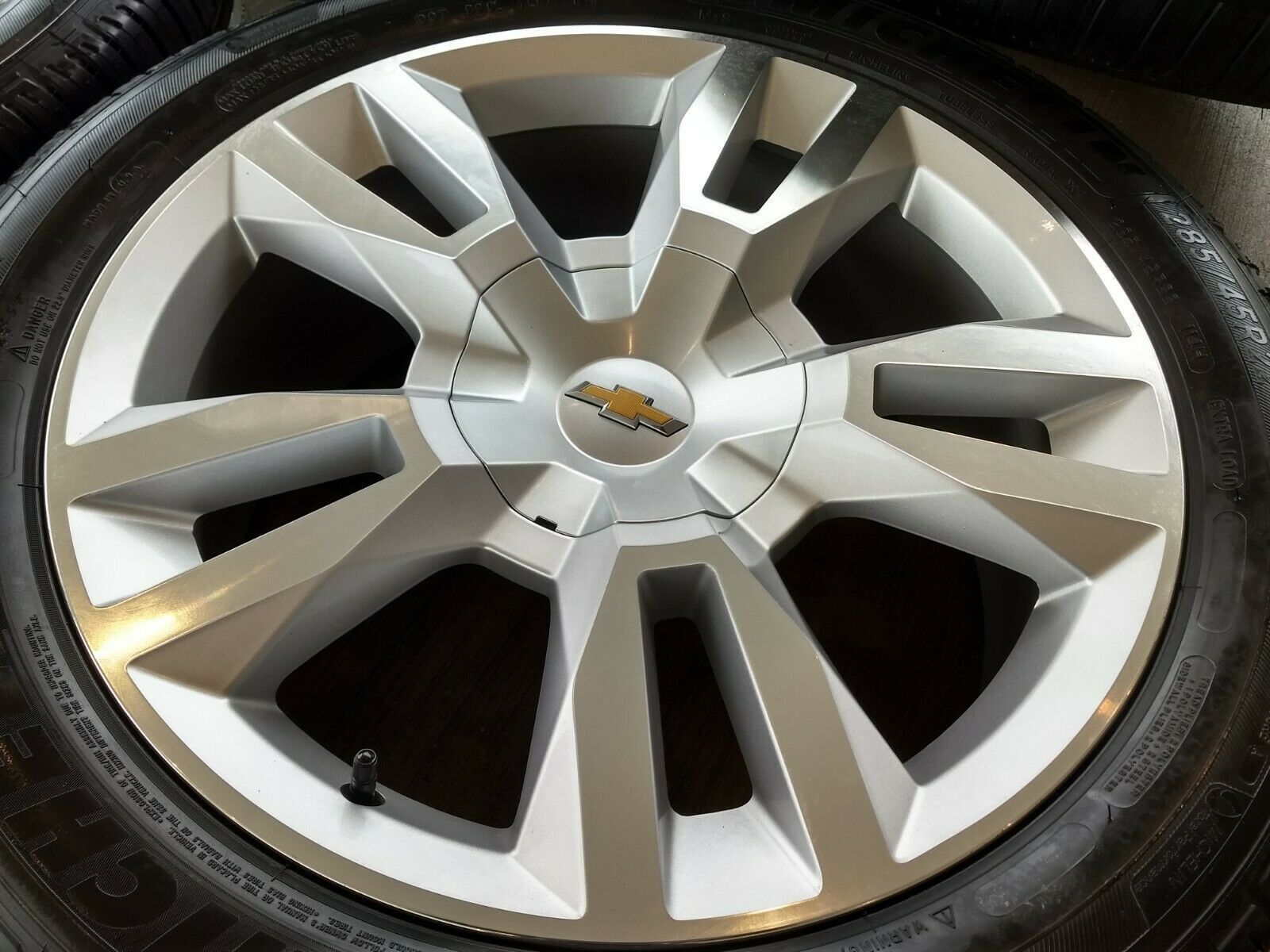 "22"" Chevy Tahoe Premier 2019 OEM wheels"
