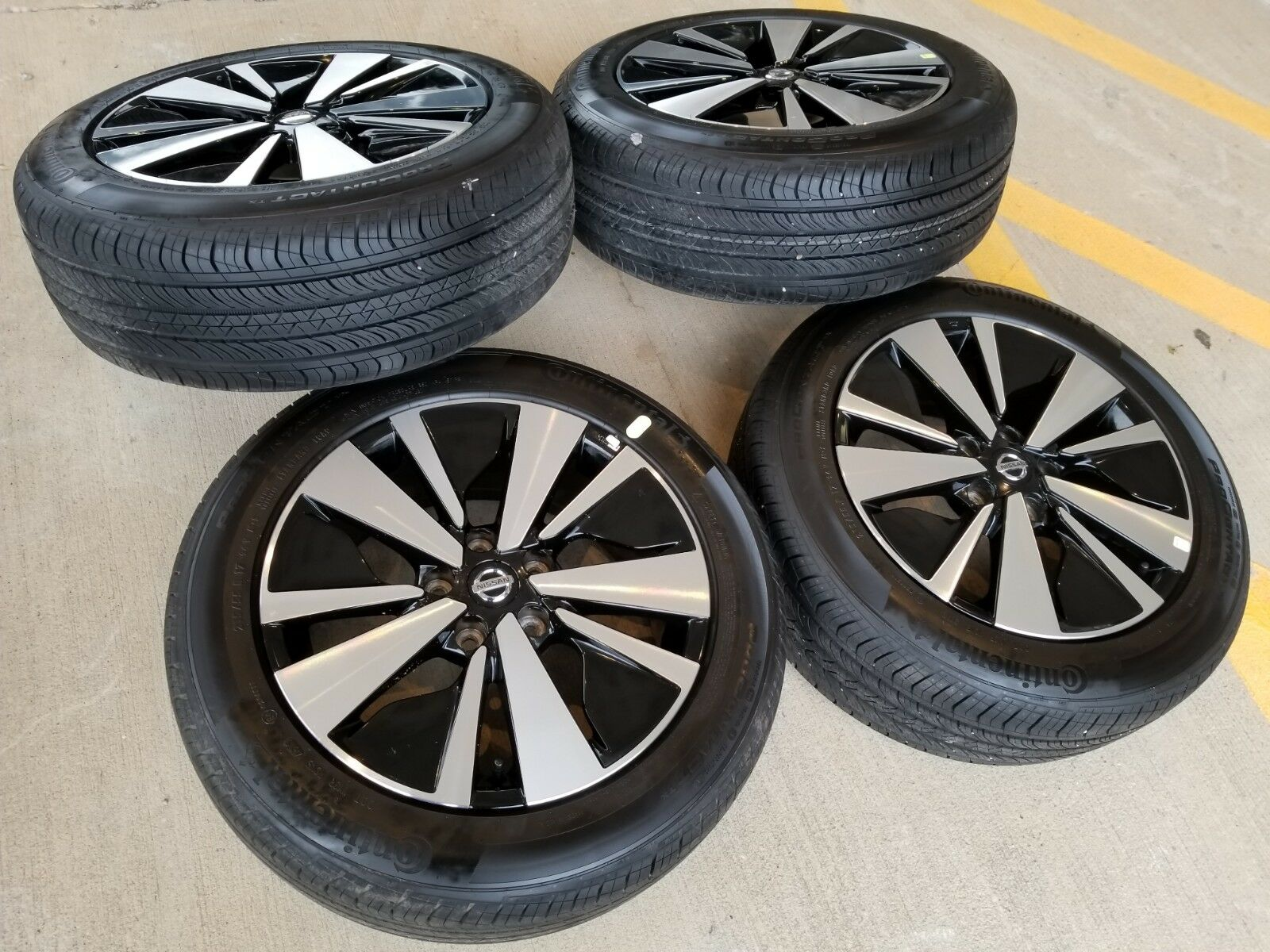 """17"""" Nissan Altima 2019 OEM Black and Machined wheels"""