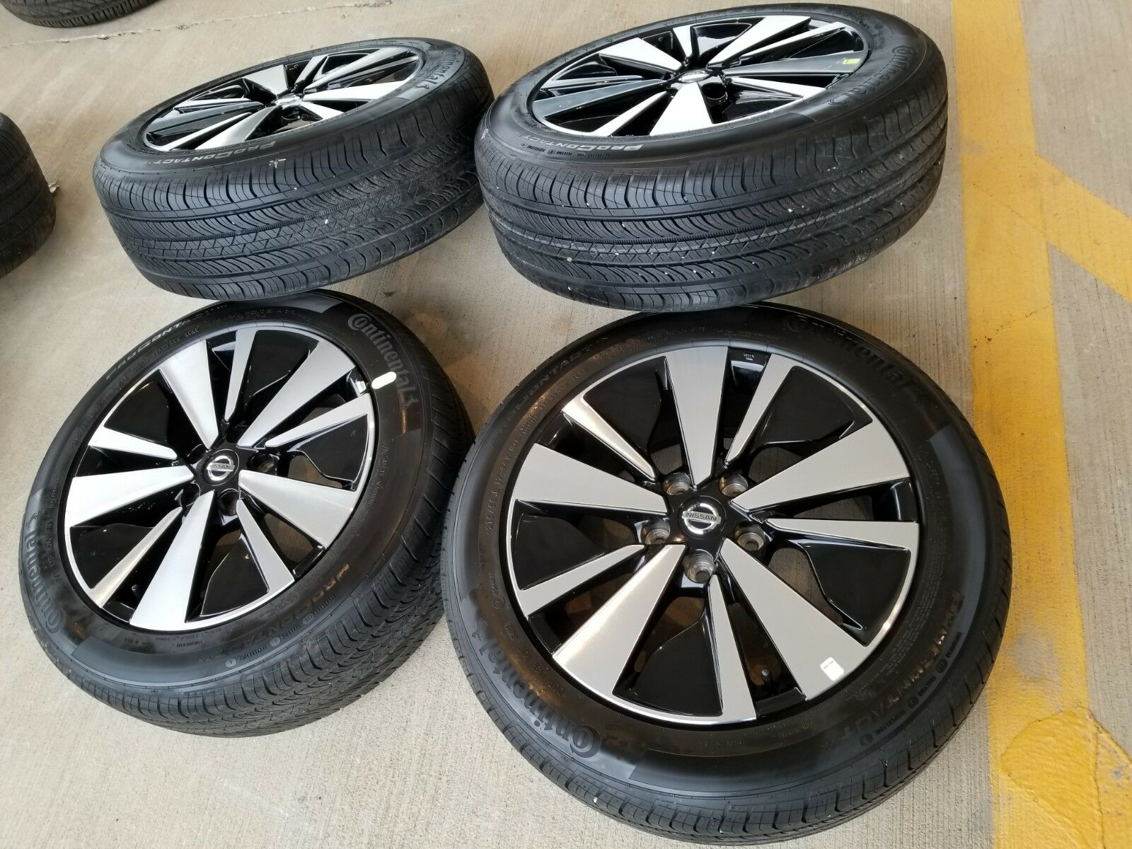 "17"" Nissan Altima 2019 OEM Black and Machined wheels"
