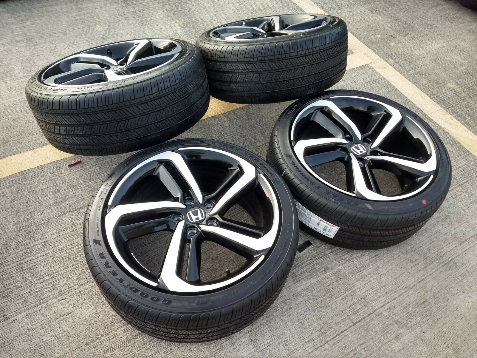 "Honda Cr V Bolt Pattern >> 19"" Honda Accord Sport 2019 OEM Black and Machined wheels"